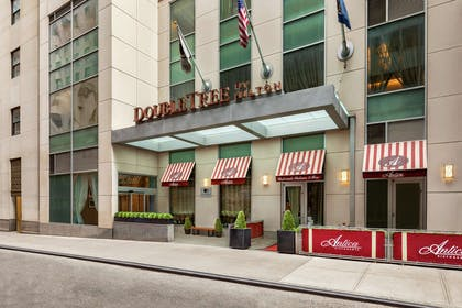 Exterior | DoubleTree by Hilton New York City - Financial District