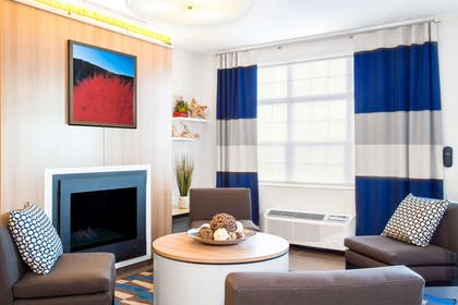Comfortable Sitting Area | Microtel by Wyndham Vernal / Naples