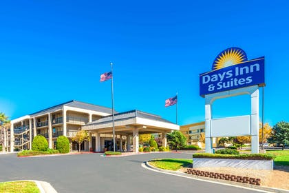 Welcome to the Days Inn and Suites Albuquerque North | Days Inn & Suites by Wyndham Albuquerque North