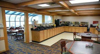 Breakfast Area | Wyndham Garden Fort Wayne