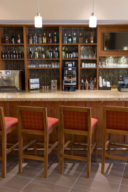 Bar Lounge | Hyatt House Charleston/Historic District