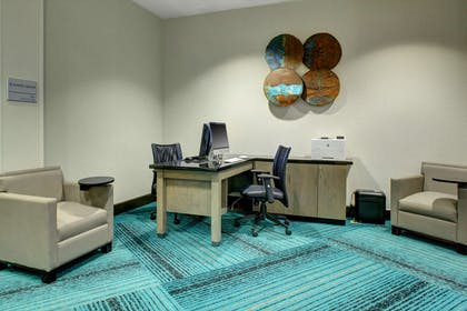 Business Center | Hampton Inn and Suites Roanoke-Downtown