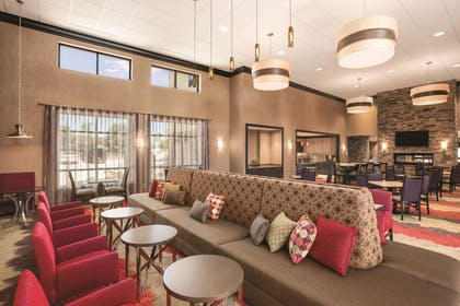 Lobby | Homewood Suites By Hilton Ankeny