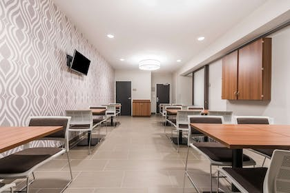 Breakfast Seating Area | Microtel Inn and Suites by Wyndham Sweetwater