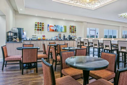 Breakfast Area | Hawthorn Suites By Wyndham McAllen