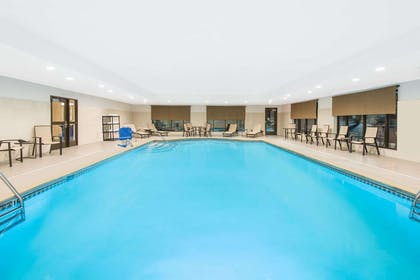 Pool | Wingate by Wyndham Niagara Falls
