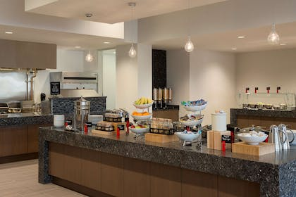 Restaurant | Embassy Suites by Hilton The Woodlands at Hughes Landing