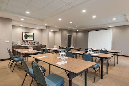 Meeting Room | Hampton Inn Lincoln Airport