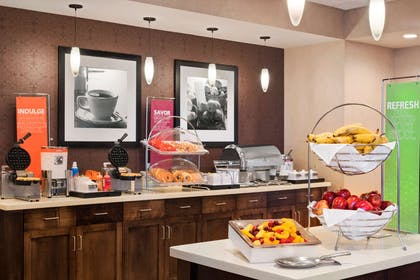 Restaurant | Hampton Inn Lincoln Airport