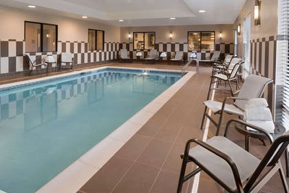 Pool | Hampton Inn Lincoln Airport