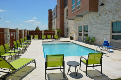 Outdoor Swimming Pool | Best Western Plus Pflugerville