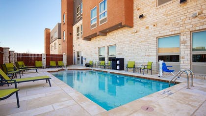 Outdoor Pool | Best Western Plus Pflugerville