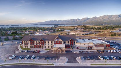 Red Lion Polson Exterior Lake View | Red Lion Inn & Suites Polson