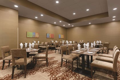 Restaurant | Embassy Suites by Hilton Akron Canton Airport