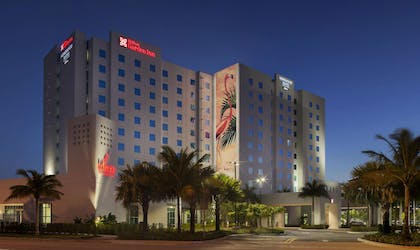 Exterior | Homewood Suites by Hilton Miami Dolphin Mall