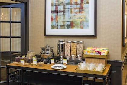 Restaurant | DoubleTree by Hilton Hotel Boston-Andover