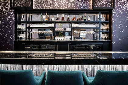 BarLounge | LondonHouse Chicago, Curio Collection by Hilton