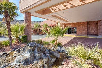 UTSTGE Front Exterior | Red Lion Hotel & Conference Center St. George, UT