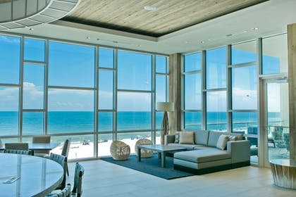 Gulf Views Lobby and Seating | Best Western Premier The Tides