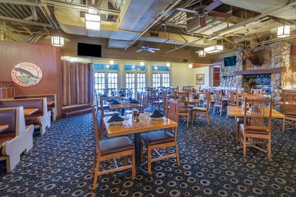 Restaurant | Wyndham Garden Sterling Heights