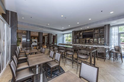 BarLounge | DoubleTree by Hilton Hotel North Charleston - Convention Center