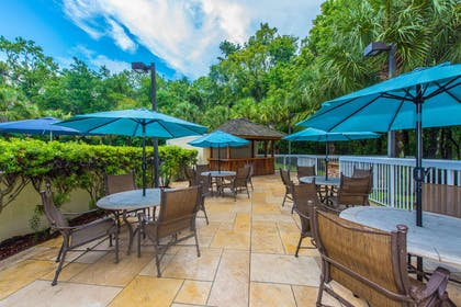 Exterior | DoubleTree by Hilton Hotel North Charleston - Convention Center