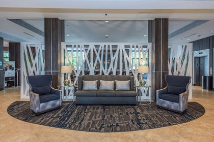 Lobby | DoubleTree by Hilton Hotel North Charleston - Convention Center