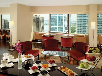 Swiss Executive Club Lounge | Swissotel Chicago