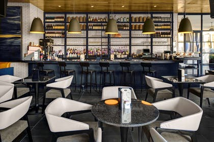 BarLounge | The Admiral Hotel Mobile, Curio Collection by Hilton