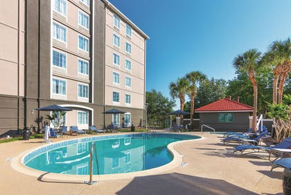 Pool | La Quinta Inn & Suites by Wyndham Orlando UCF
