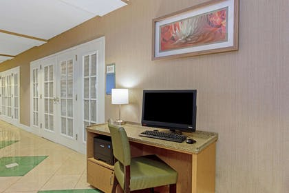 Business Center | La Quinta Inn & Suites by Wyndham Orlando I Drive/Conv Ctr