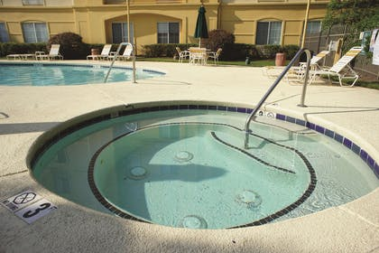 Pool   La Quinta Inn & Suites by Wyndham Raleigh/Durham Southpoint