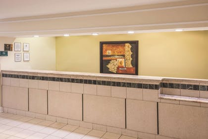Lobby | La Quinta Inn & Suites by Wyndham Atlanta Stockbridge