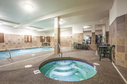 Pool | La Quinta Inn & Suites by Wyndham Portland Airport