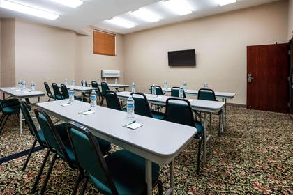 Meeting Room | La Quinta Inn & Suites by Wyndham Portland Airport