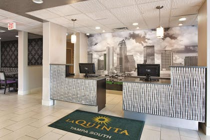 Lobby | La Quinta Inn & Suites by Wyndham Tampa Bay Area-Tampa South