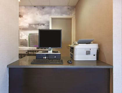 Business Center | La Quinta Inn & Suites by Wyndham Tampa Bay Area-Tampa South