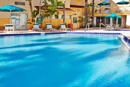 Pool | La Quinta Inn & Suites by Wyndham St. Pete-Clearwater Airpt