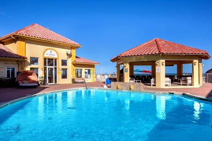 Pool | La Quinta Inn & Suites by Wyndham South Padre Island Beach