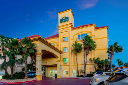 Exterior | La Quinta Inn & Suites by Wyndham South Padre Island Beach