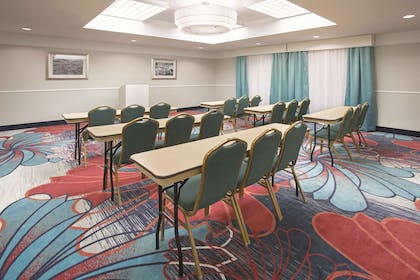 Meeting Room | La Quinta Inn & Suites by Wyndham Gallup