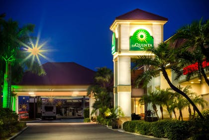 exterior view | La Quinta Inn by Wyndham Clearwater Central