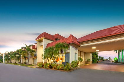Exterior | La Quinta Inn by Wyndham Clearwater Central