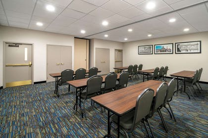 Meeting Room | La Quinta Inn & Suites by Wyndham Latham Albany Airport