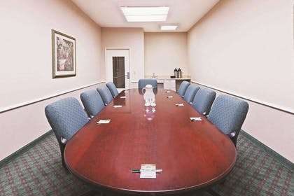 Meeting Room | La Quinta Inn & Suites by Wyndham Houston West at Clay Road