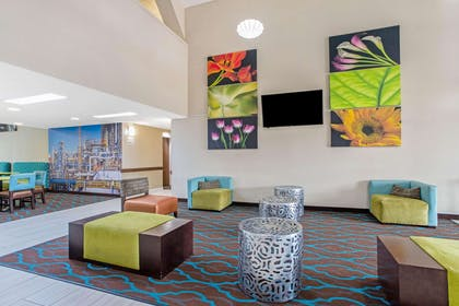Lobby | La Quinta Inn by Wyndham Moss Point - Pascagoula