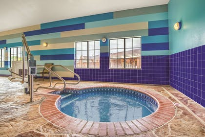 Pool | La Quinta Inn & Suites by Wyndham Oklahoma City - Moore