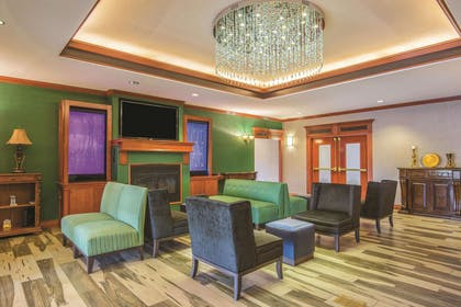 Lobby | La Quinta Inn & Suites by Wyndham Oklahoma City - Moore