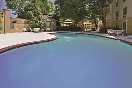 Pool | La Quinta Inn & Suites by Wyndham Birmingham Homewood