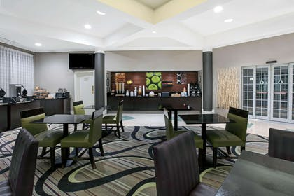 Property amenity | La Quinta Inn & Suites by Wyndham Dallas Arlington South